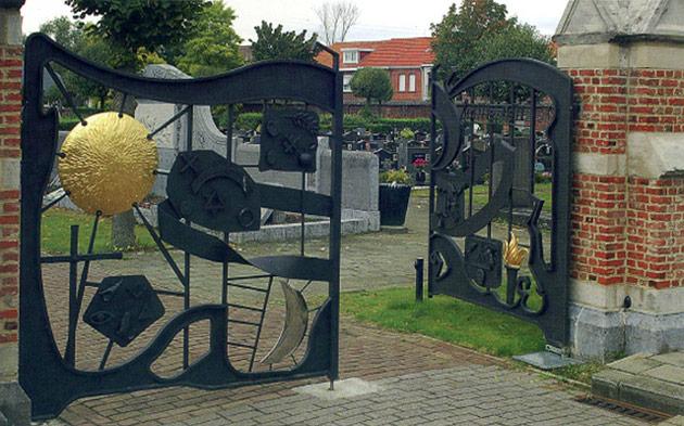 niel-cemetery-gates